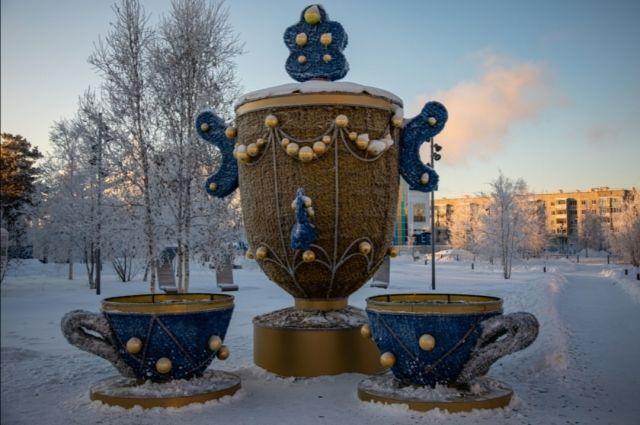 В Ноябрьске открылся электрощиток на новогодней конструкции