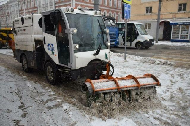 В Саратове улицы от снега чистят уже 279 машин