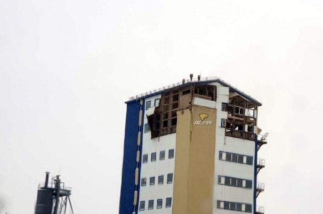 В Кировском районе Новосибирска произошел хлопок газа, разрушивший два этажа производственного восьмиэтажного здания.