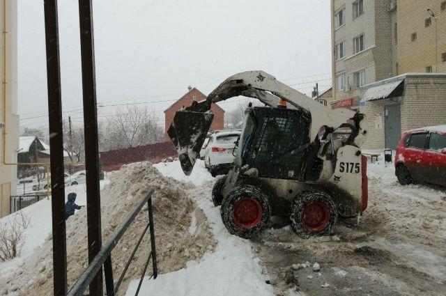 В Саратове выявили нарушения по очистке снега в 28 дворах