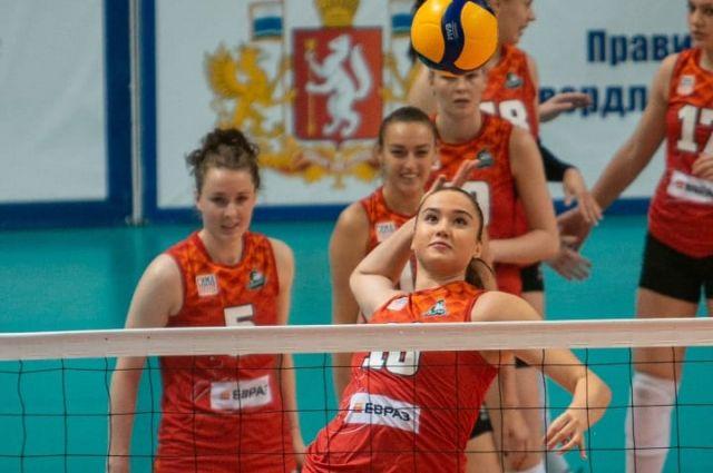 Первый матч 2021 года уральские волейболистки завершили победой