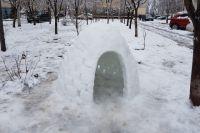 В центре Краснодара жители лепят не только снеговиков, но и целые иглу.