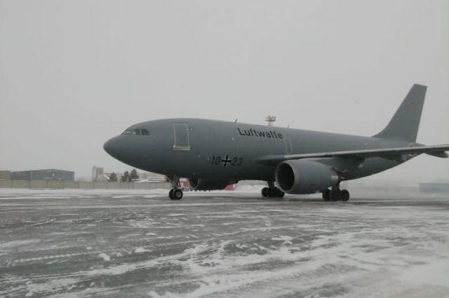 Самолет Люфтваффе Airbus A310-300 запечатлели сотрудники аэропорта
