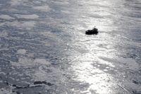 Льдину оторвало в районе мыса Зундук.