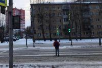 12-летний подросток переходил дорогу на разрешающий сигнал светофора.