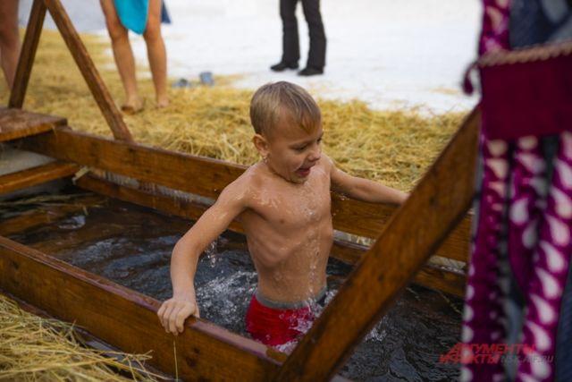 Власти Новосибирской области не будут вводить запрет на купание в проруби в Крещение 19 января.