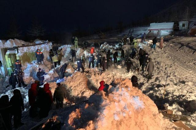 Во время схода лавины погибли три человека.