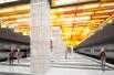 «Новаторская». Станция будет расположена под улицей Новаторов на пересечении с Ленинским проспектом. Главным дизайнерским элементом станет необычный «пламенеющий» потолок.