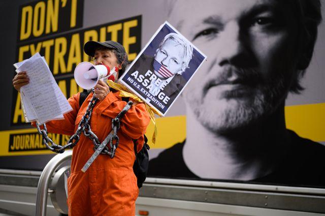 Пикет сторонников Джулиана Ассанжа.