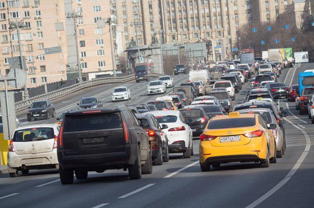 По российским дорогам. Топ самых популярных машин 2020 года