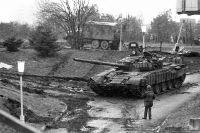 События в Вильнюсе 11-13 января 1991 года. Военная техника у Вильнюсской телебашни.