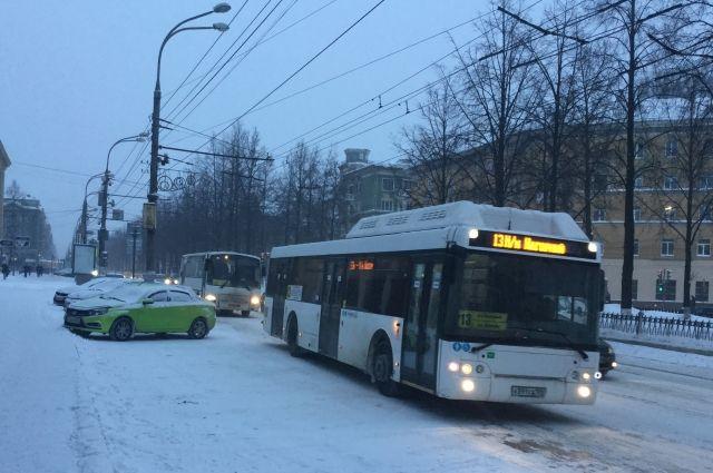 Автобус № 36 перенаправят с улицы Лебедева на улицу Уральскую.