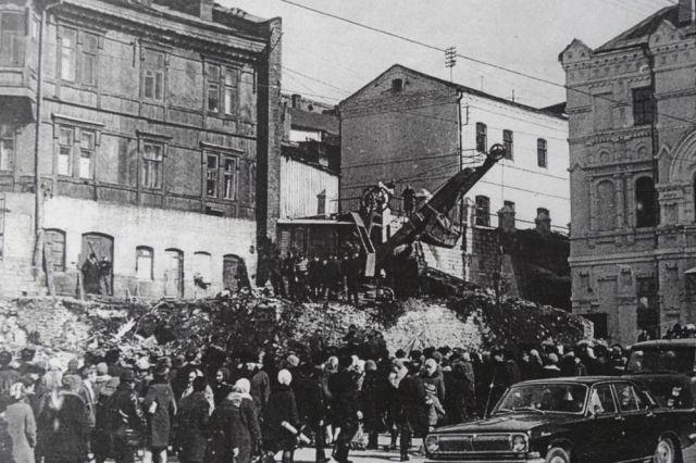 На «купеческих развалинах». Март 1972 года.
