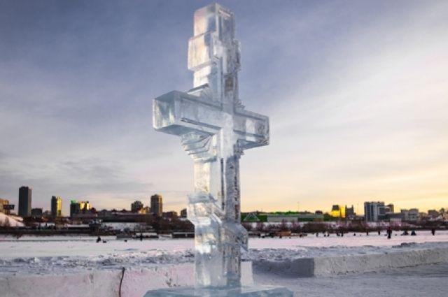 В Оренбурге Крещение в 2021 году пройдет без массовых купаний в иорданях, но набрать святую воду прихожане все же смогут.