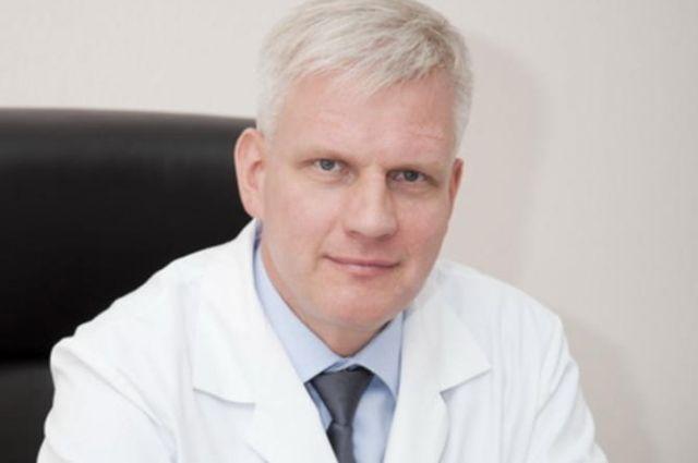 Следственные действия проходят в кабинете главного врача медучреждения Егора Корчагина.