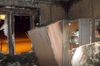 В Новотроицке 12 пожарных спасли шестерых детей из горящей квартиры.