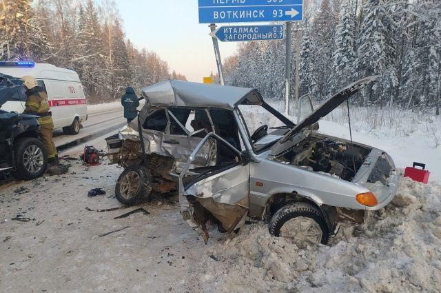 В Удмуртии водитель ВАЗа без прав устроил на трассе ДТП с двумя погибшими