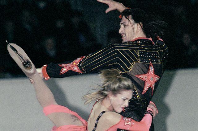 Илья Авербух и Ирина Лобачева выступают на международном турнире по фигурному катанию, 2002 г.