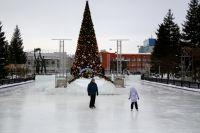 1 февраля рабочие начнут демонтировать скандальный каток перед Оперным театром в Новосибирске. Также вместе с ним уберут главную елку и снежные фигуры.