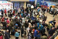 В новогодние праздники аэропорт работал на пределе возможностей (фото из архива).