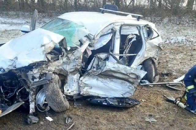 В Ровенской области автомобиль столкнулся с грузовиком: есть жертвы.