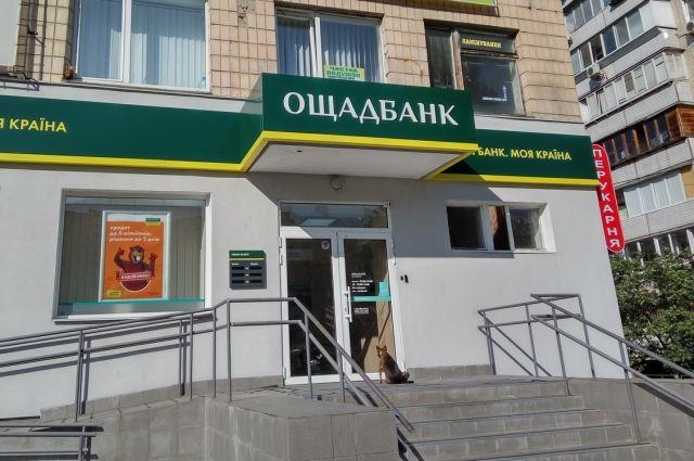В Ощадбанке объяснили переселенцам правила получения банковской карты.