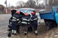 В Хмельницкой области столкнулись грузовик и микроавтобус: есть жертвы