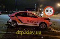 В Киеве пьяный водитель врезался в автомобиль полиции