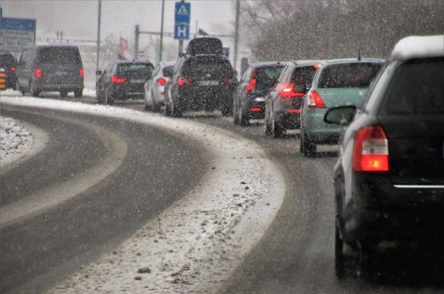 Ограничения проезда около площадей Будагова и Труда в Новосибирске из-за строительства четвертого моста продлятся до 2023 года. Сохранятся и вызванные этими ограничениями пробки.