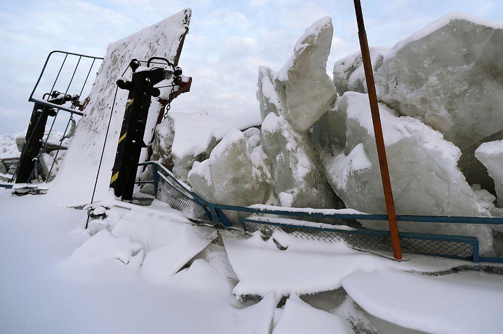 На палубе парома, зажатого ледяными торосами в акватории Енисея.