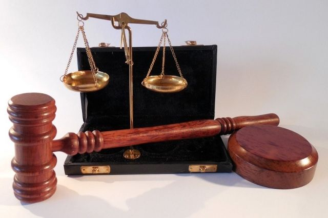 Иск к нескольким организациям рассматривает Октябрьский районный суд.