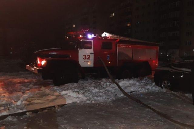 В Бердске из-за ночного возгорания на первом этаже пришлось эвакуировать 20 человек
