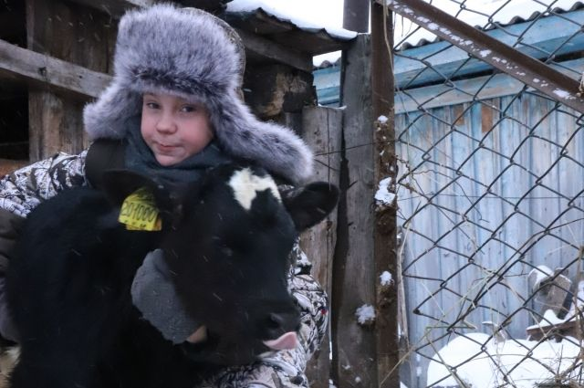 Саша растет добрым, открытым, веселым ребенком, у него много увлечений.