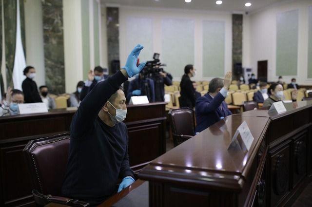 Против отставки главы Якутска проголосовали шестеро из 24 депутатов, присутствовавших на сессии.