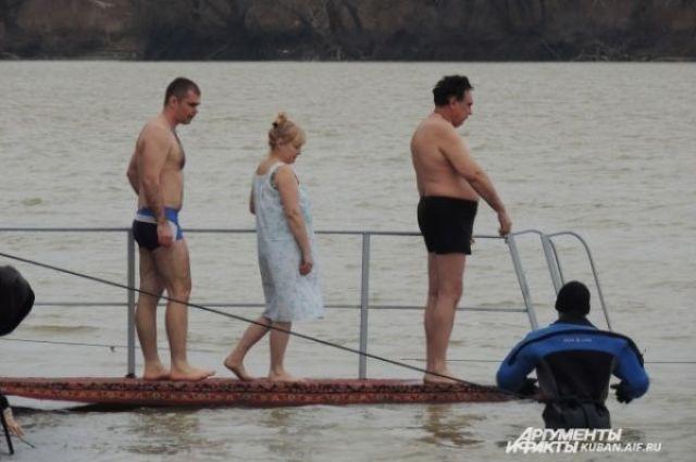 Специалисты советуют ответственно относиться к здоровью во время крещенских купаний
