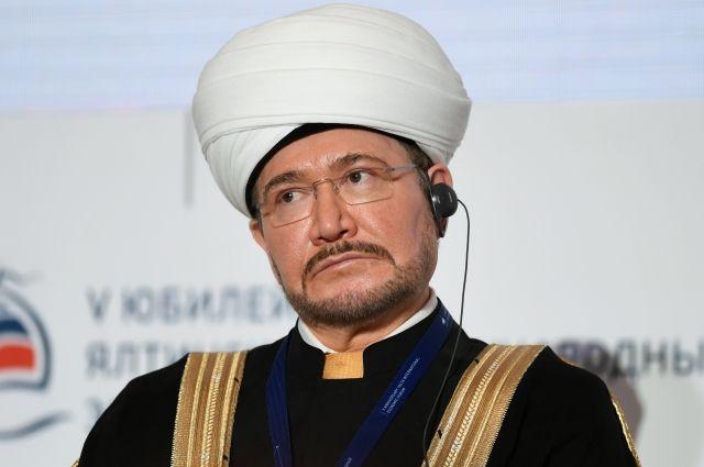 Муфтий Гайнутдин привился от коронавируса