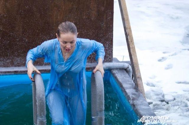 В Новосибирской области откроют 22 купели на Крещение 19 января. Кому нельзя купаться в проруби в православный праздник, рассказали в пресс-службе ГУ МЧС России по Новосибирской области.