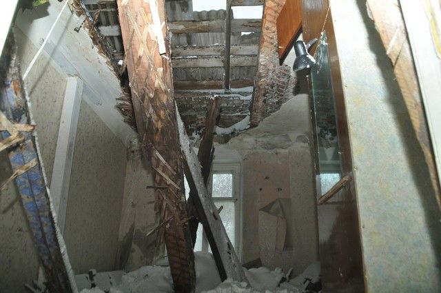 Школа не эксплуатируется уже давно, территория огорожена.