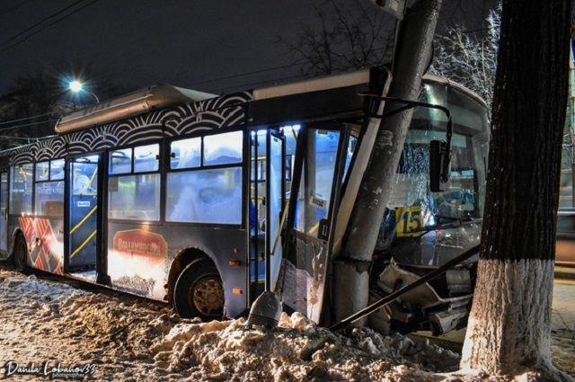 Четверо взрослых и ребёнок пострадали в ДТП с автобусом во Владимире