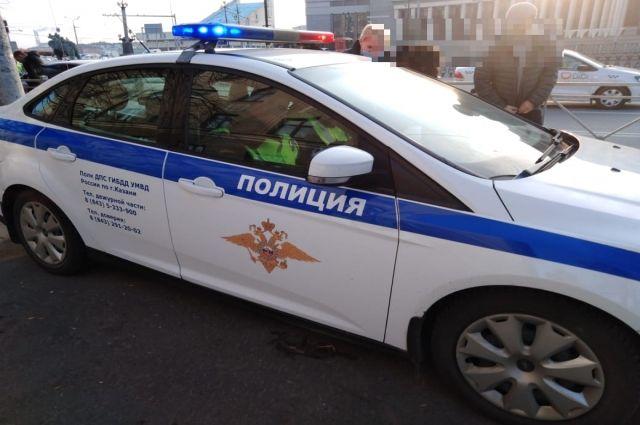 В соцсетях появилось видео ночного ДТП с перевёрнутым такси в Перми