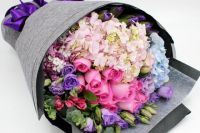 Учащийся техникума получил цветы, но не заплатил за них.