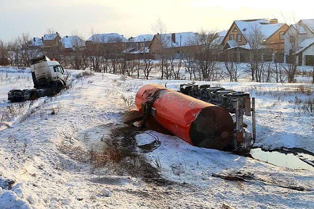 На месте ДТП с нефтевозом под Оренбургом ПДК по сероводороду превышен в 3 раза.