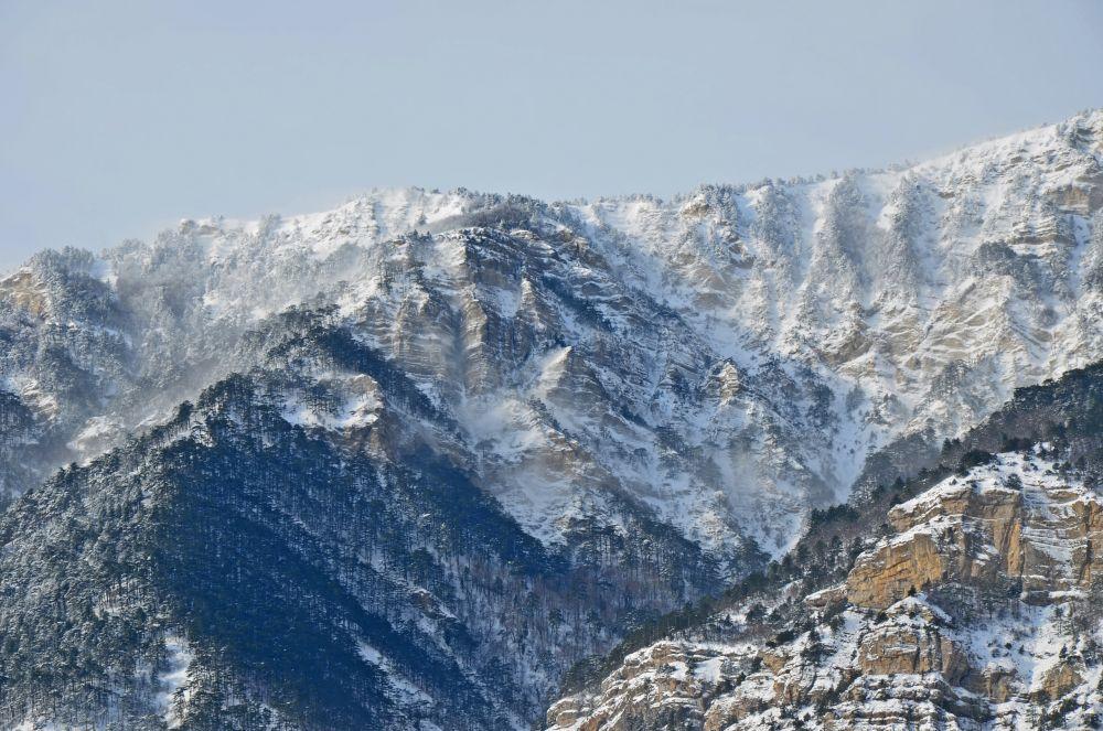 Горы над Ялтой.