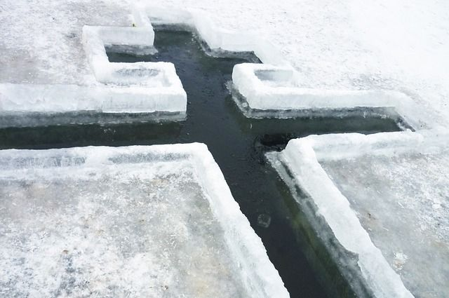 В Глазове из-за тридцатиградусных морозов отменили крещенские купания