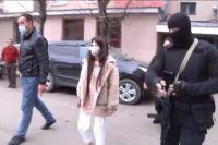 Силовики задержали шестерых подозреваемых девушек.