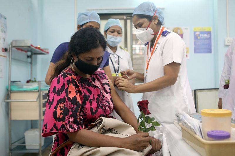 Вакцинация в Мумбаи.