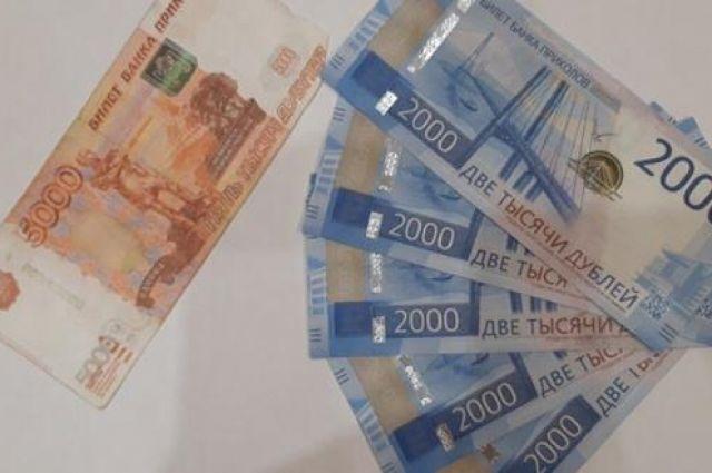 Трое жителей Новосибирска печатали фальшивые деньги и покупали на них мороженое и другие продукты в городе и области. Об этом сообщает пресс-служба ГУ МВД России по Новосибирской области.