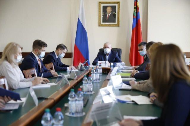 Губернатор провел совещание с рестораторами и отельерами региона.