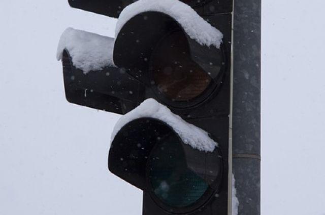 Морозы в Ижевске второй раз вывели из строя светофор