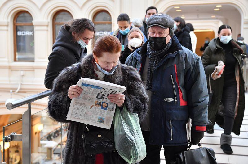 Очередь в пункт вакцинации от коронавируса в ГУМе в Москве.